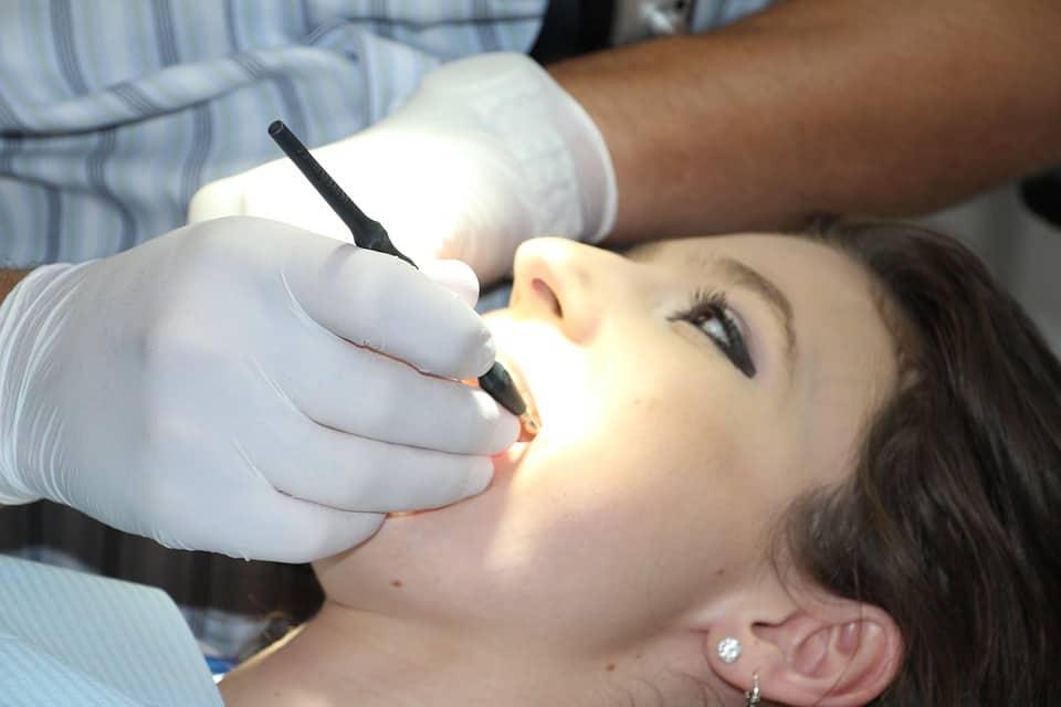 השתלת שיניים בגבעתיים