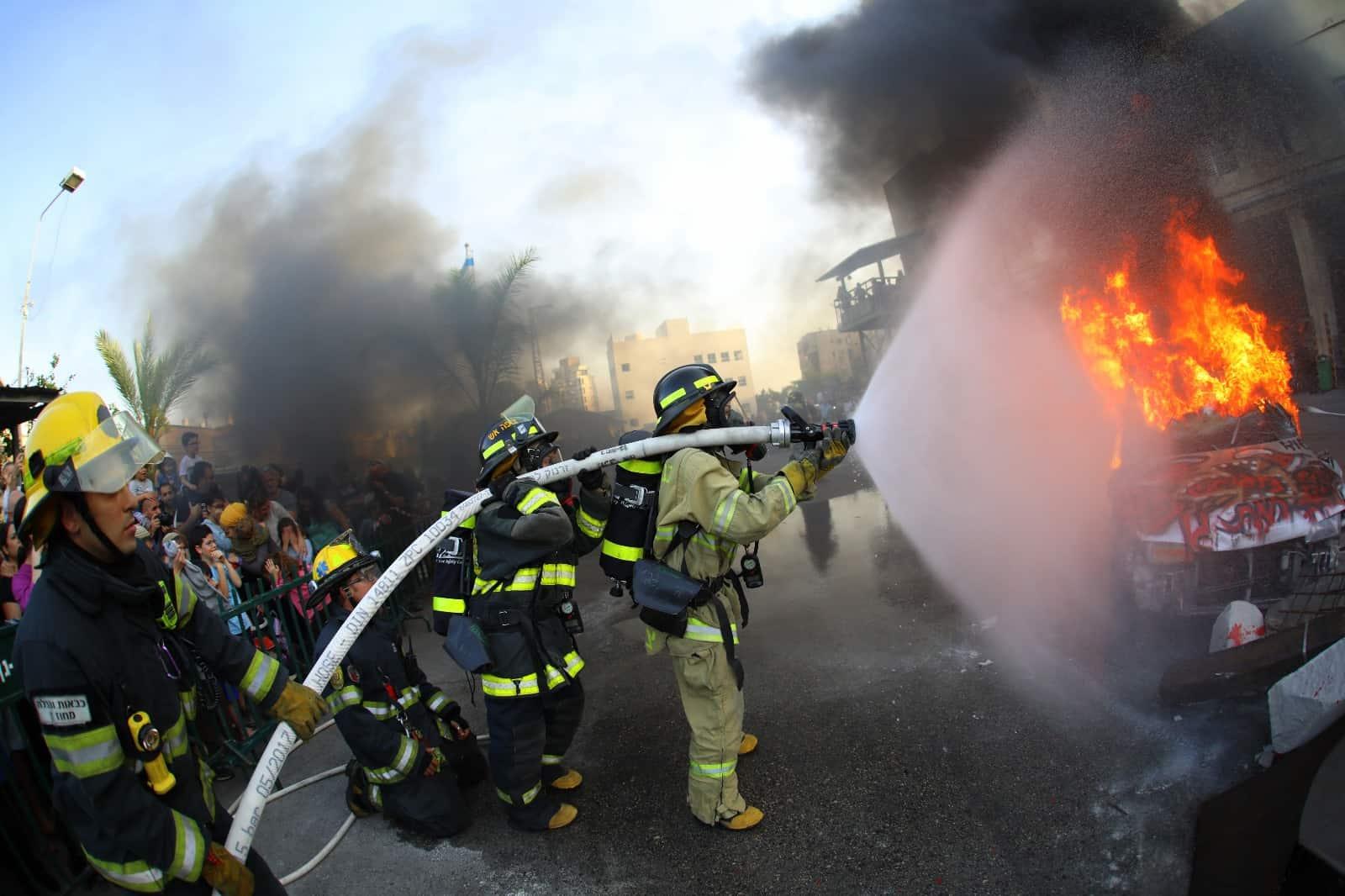 לוחמי האש בפעולה, צילום: באדיבות לוחמי האש רמת גן