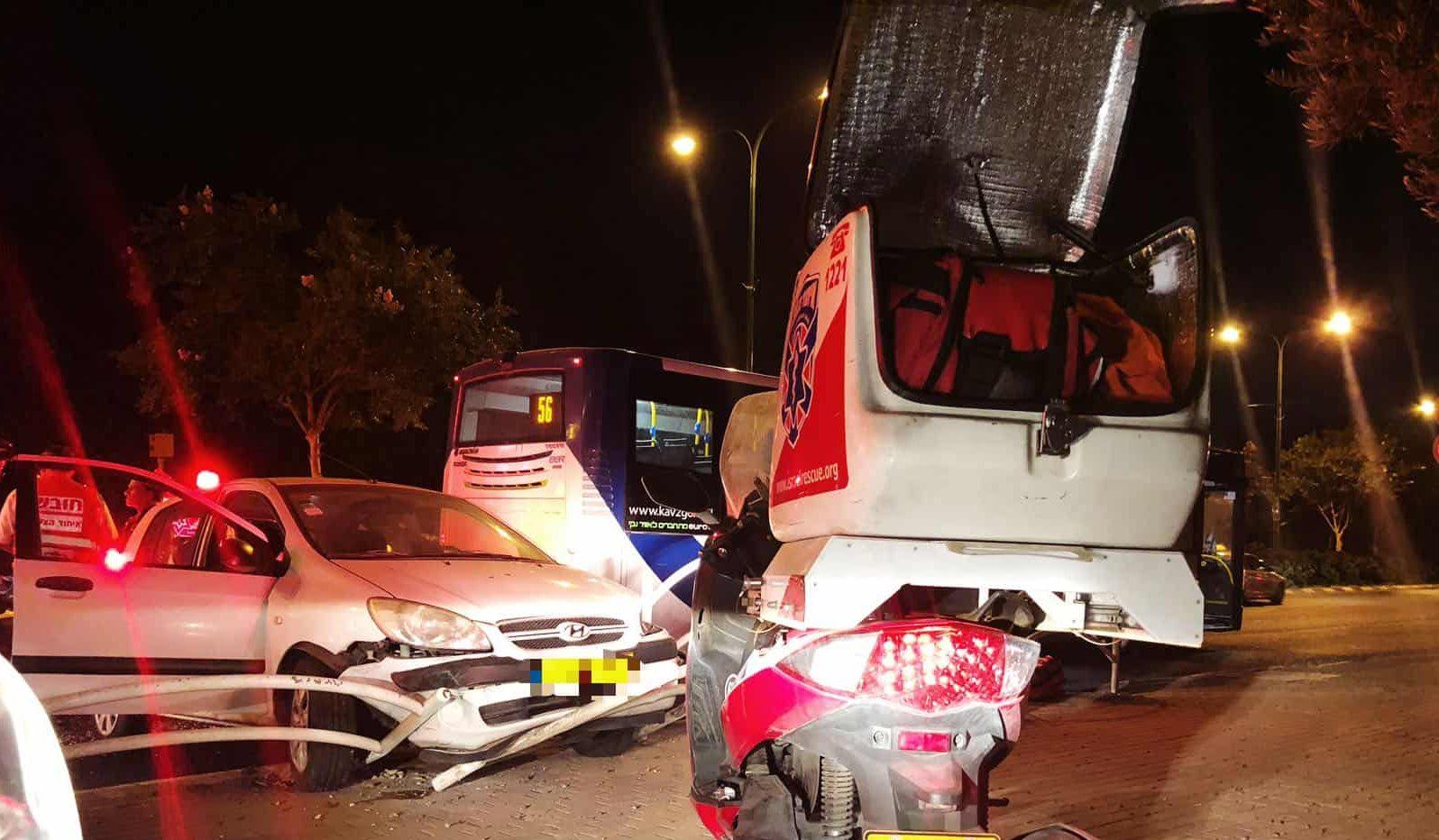 תאונה הלילה ברמת גן, צילום: באדיבות דוברות איחוד הצלה