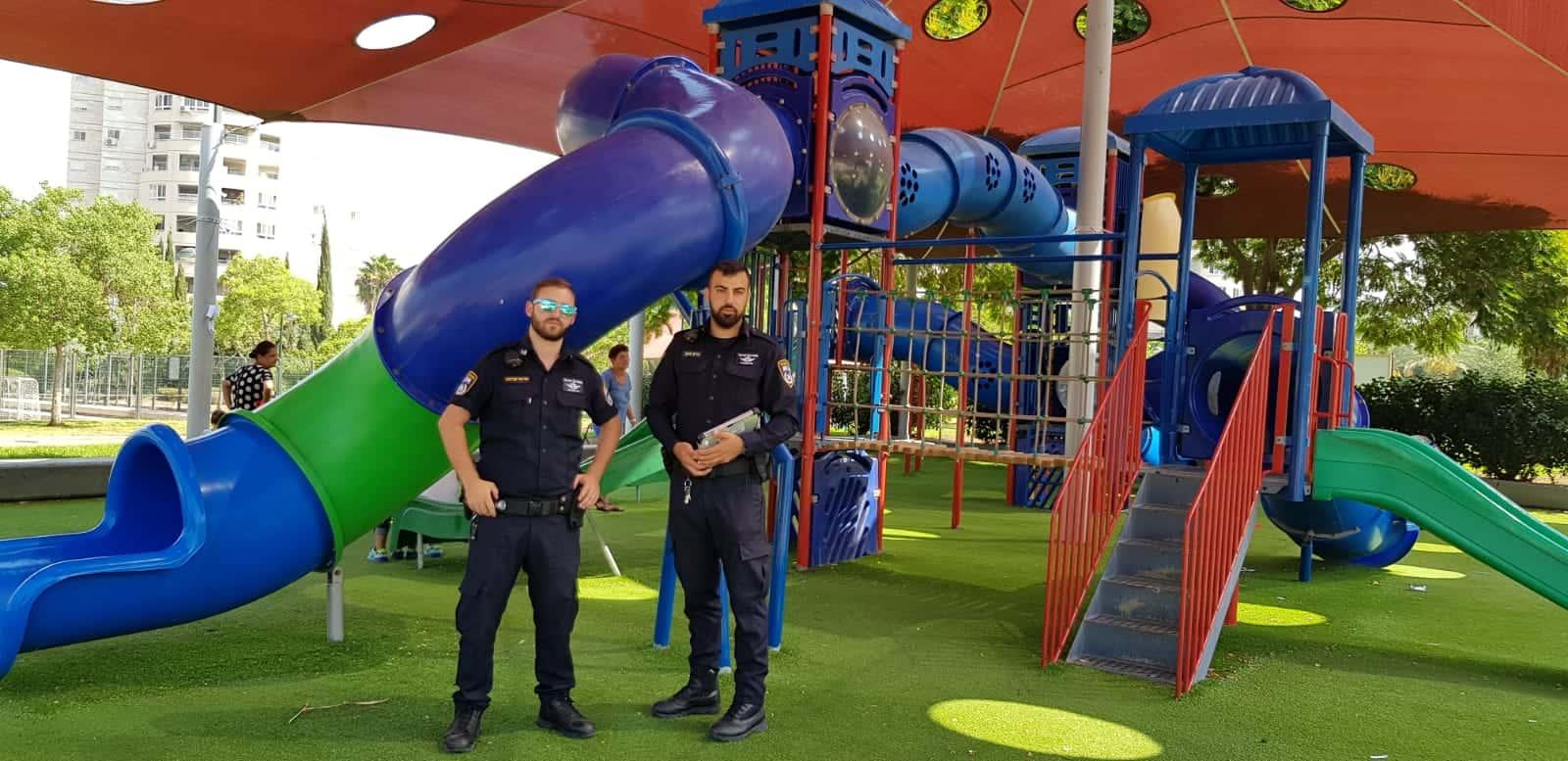 נוכחות משטרתית בגינה ציבורית, צילום: באדיבות דוברות משטרת ישראל