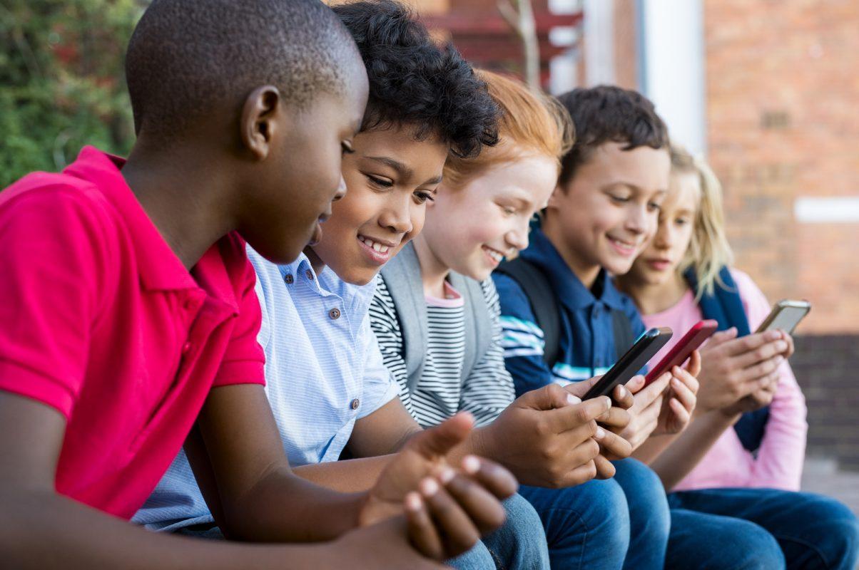 האם יאסר שימוש בטלפונים בבתי הספר