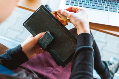גנבה ארנק מתיקה של גברת, צילום אילוסטרציה