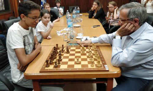 ראש עיריית רמת-גן במשחק שחמט מול אורי כוכבי