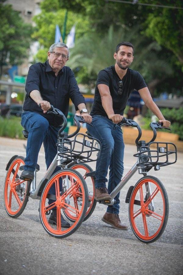 ראש עיריית רמת-גן עם לירן גלבוע, מנהל פעילות מובייק בישראל