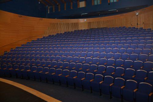 שיפוץ והחלפת מושבים בתאטרון גבעתיים