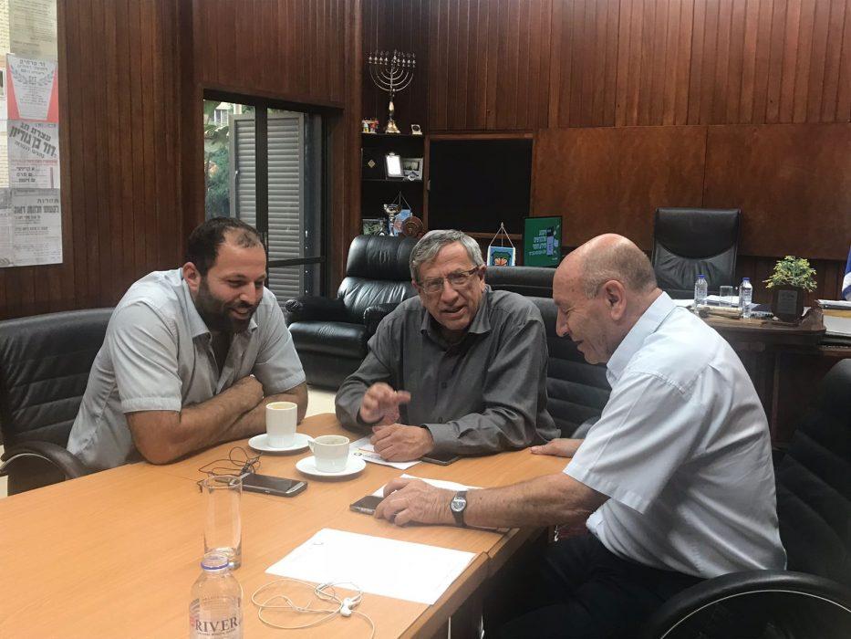 ראש עיריית רמת-גן עם צחי דוד, מנהל מחוז תל-אביב ברשות מקרקעי ישראל