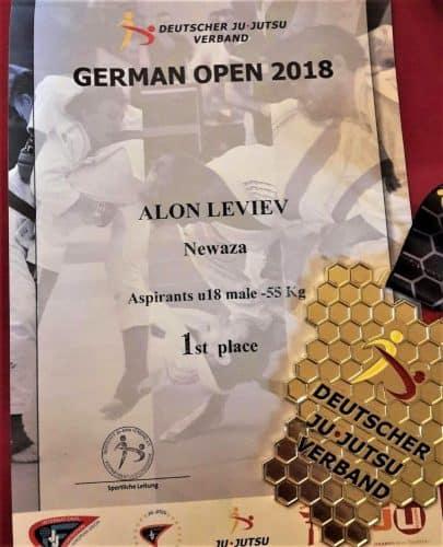 תעודת הזכייה והמדליה של אלון לוייב