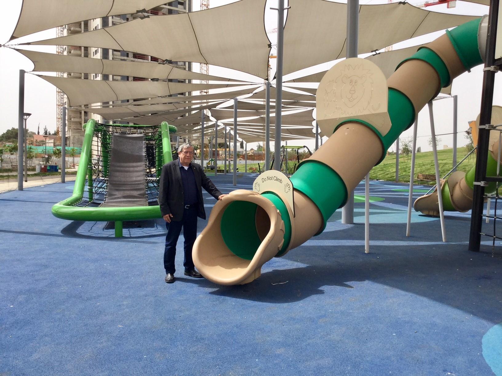 ראש עיריית רמת-גן בפארק קונביץ - צילום באדיבות עיריית רמת-גן