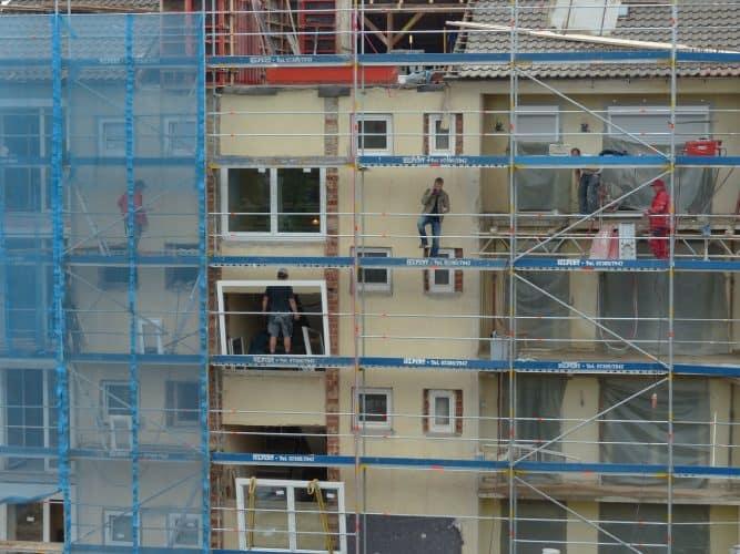 בניין מגורים בשיפוץ