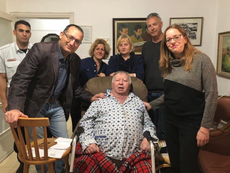 התקנת גלאי עשן בבתי הקשישים בעיר גבעתיים