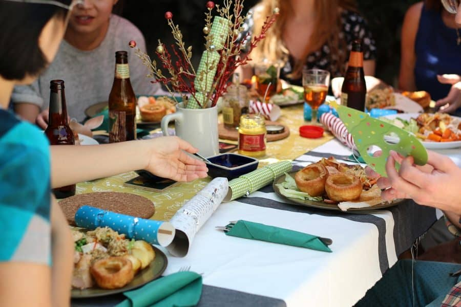 שולחן החג בעזרת עיריית גבעתיים
