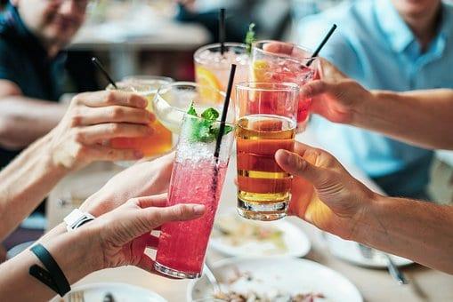 קוקטיילים אלכוהוליים