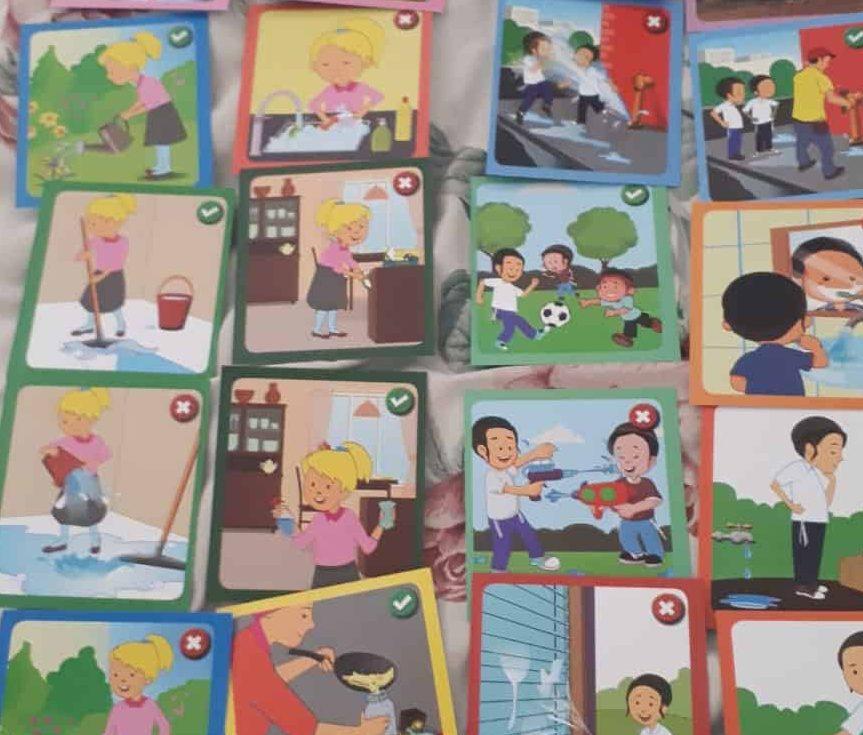 הקלפים שחולקו בגן