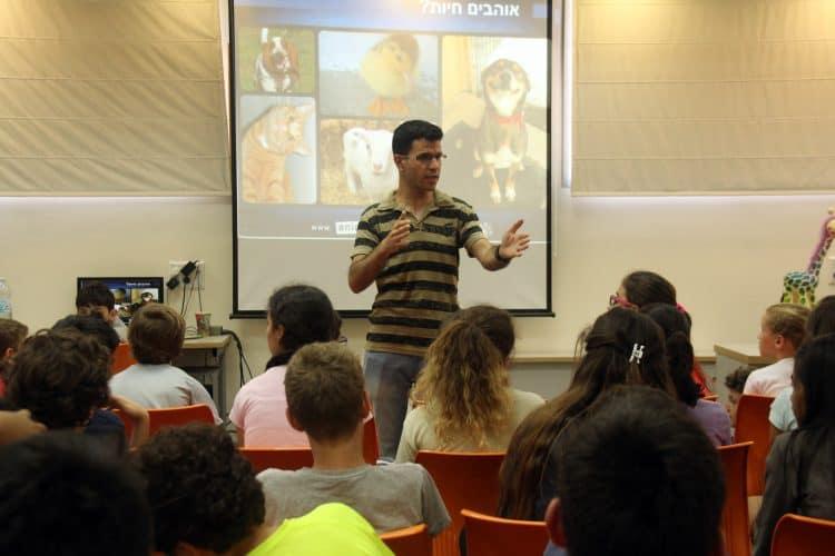 הרצאה של אנימלס בבית ספר