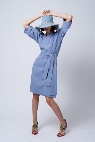 שמלת קימונו מעטפת מבית יעל רוזמרין צילום הילה שייר