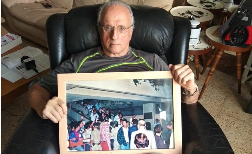 נחום שחף עם התמונה האחרונה של רבין