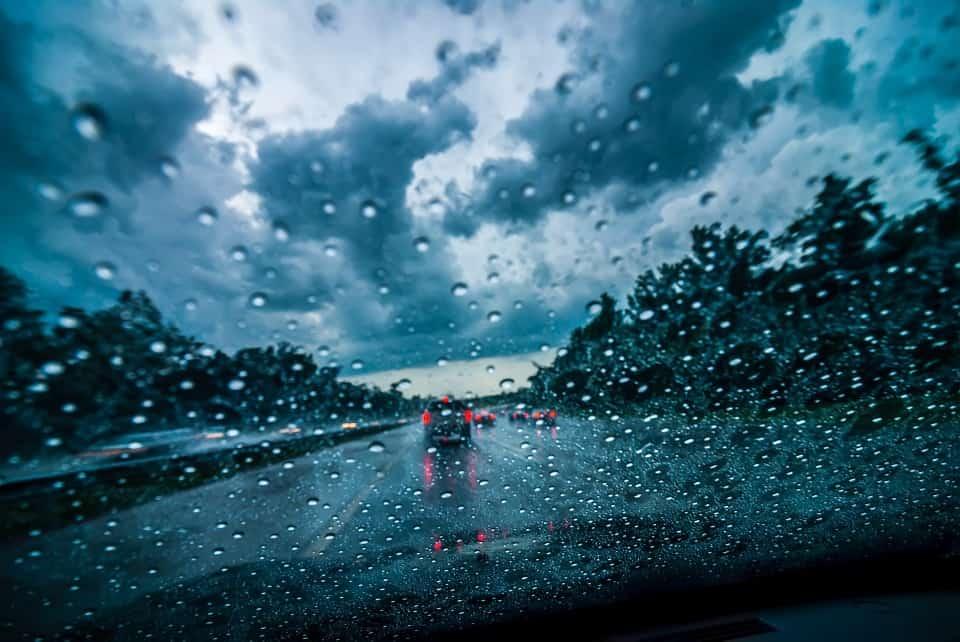 גשם על הכביש