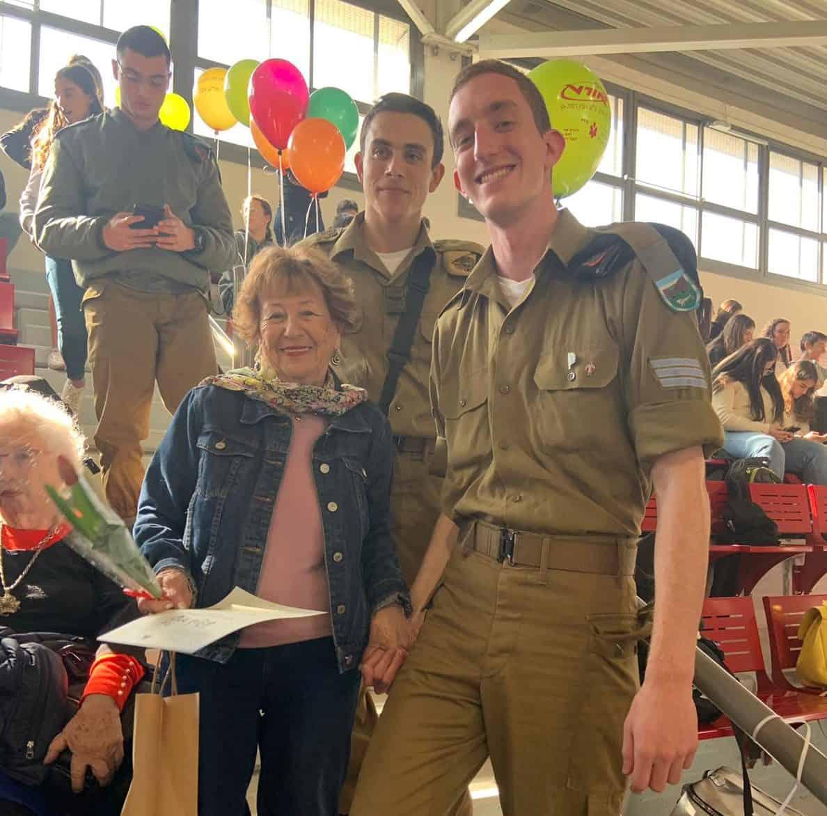 אירוע חנוכה לשורדי השואה בגבעתיים