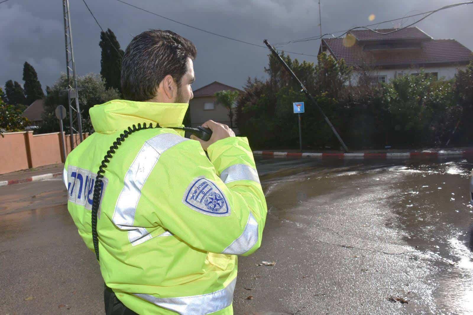 שוטר בגשם