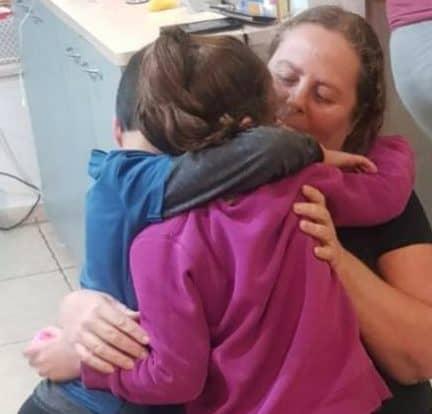 איריס מנהלת המשפחתון עם ילדים