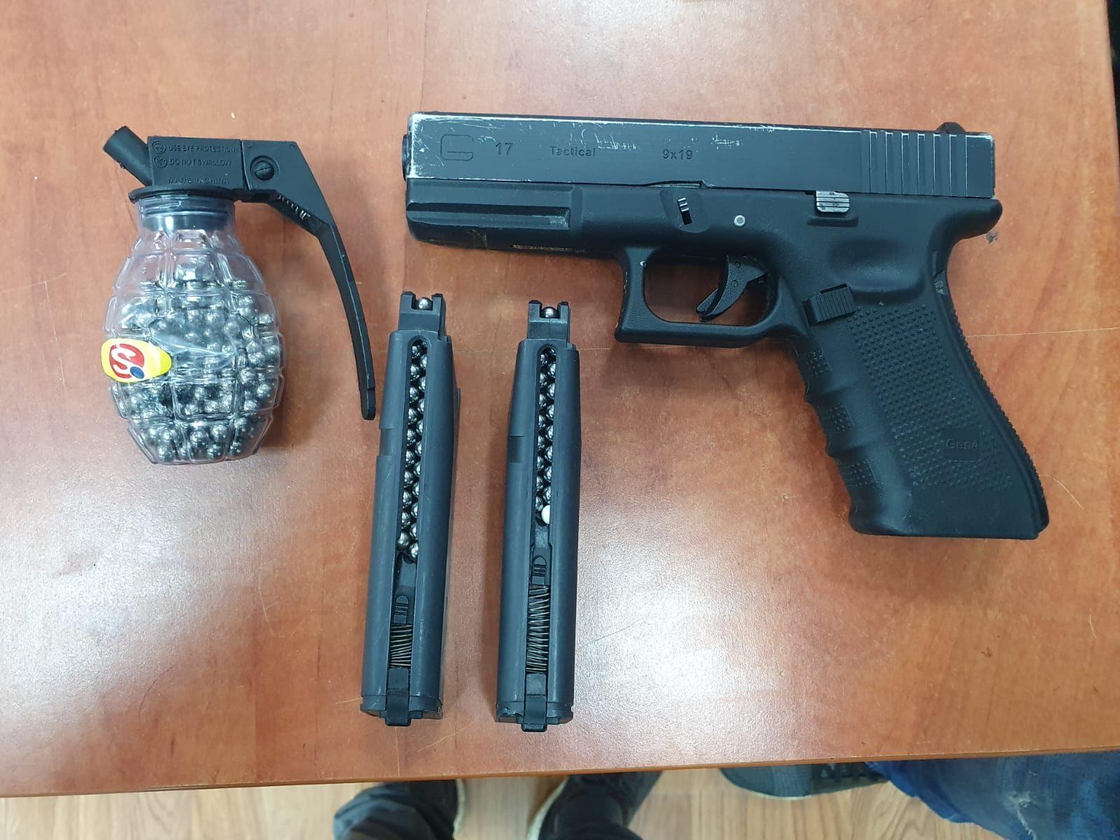 אקדח. צילום משטרה
