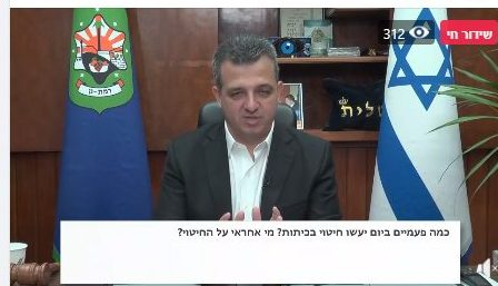 ראש עיריית רמת גן בפייסבוק לייב. צילום מסך