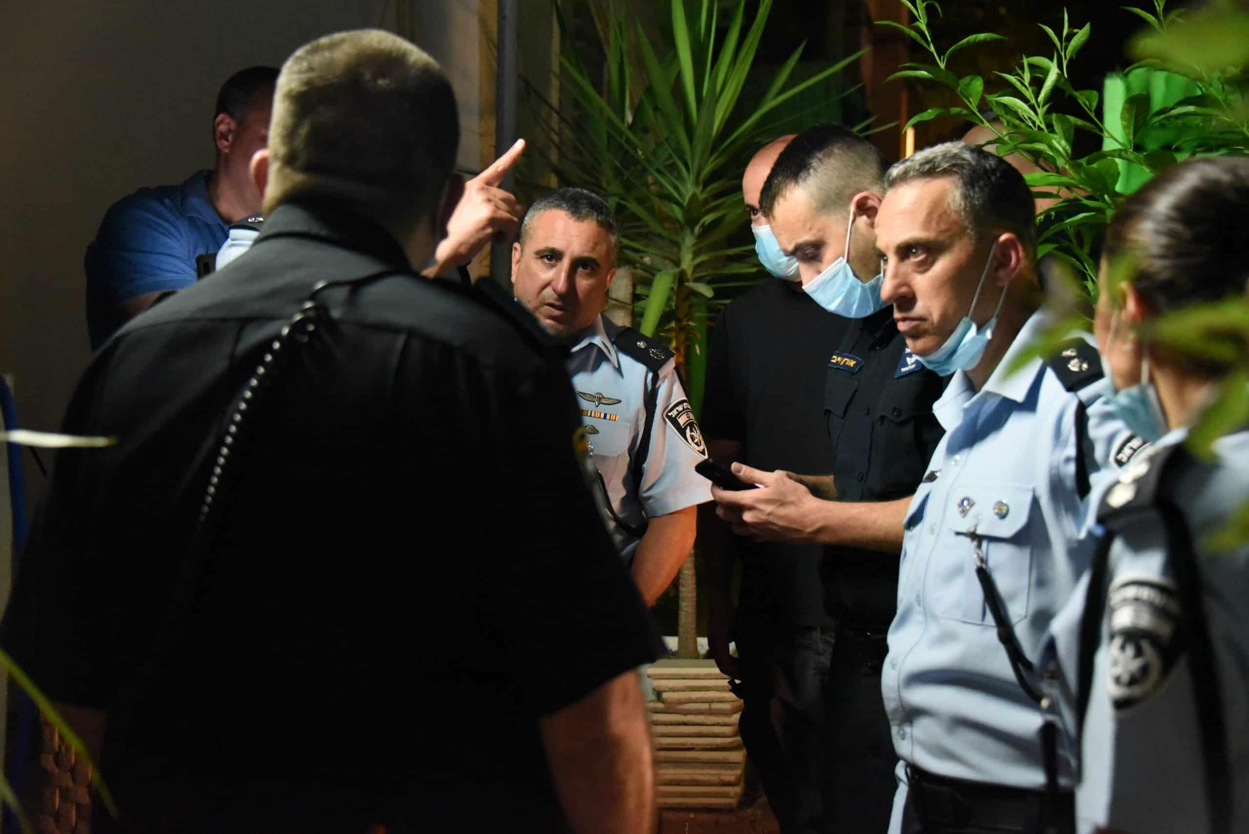 חקירת המשטרה בזירת האירוע. צילום: משטרת ישראל
