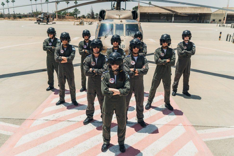 סגן ע' וחבריו, מסיימי קורס טיס - צילום: דו''צ