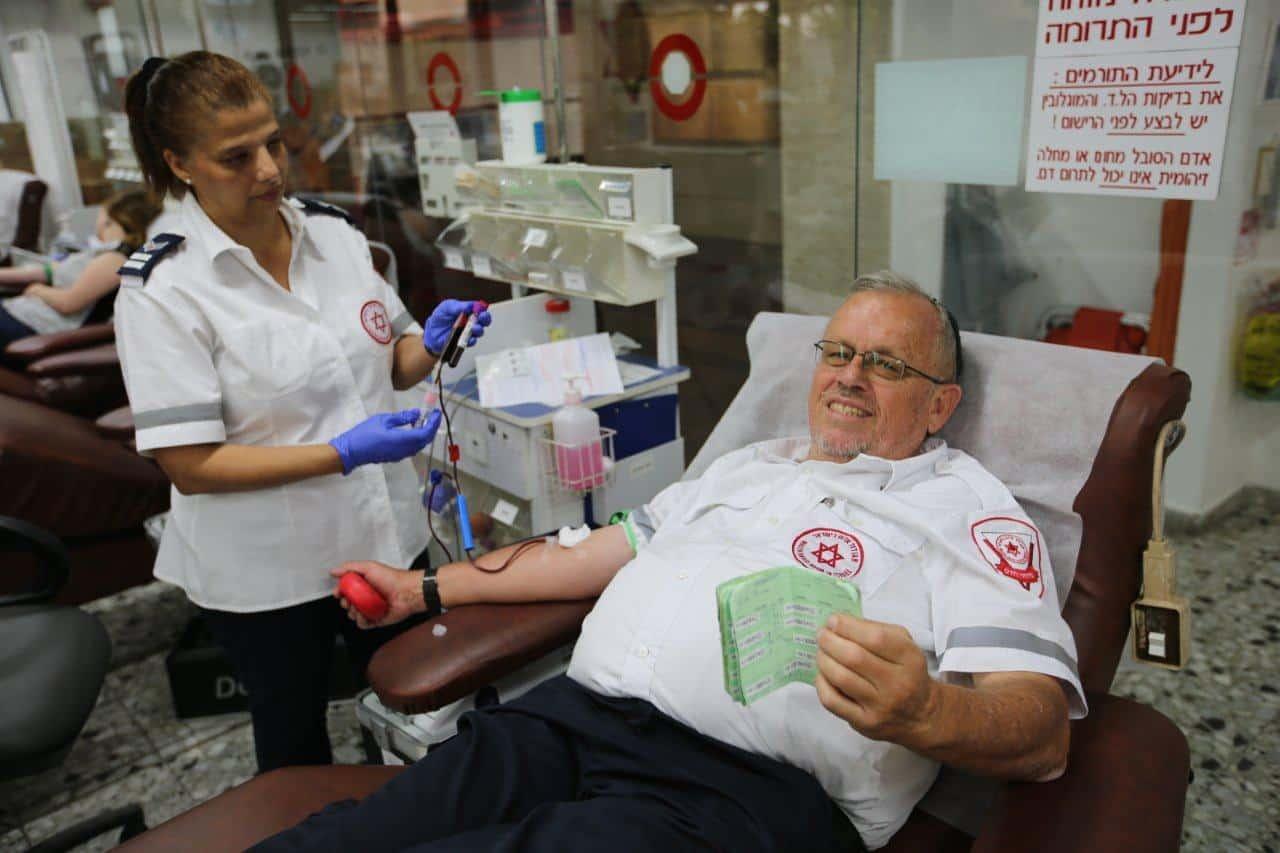 600 תרומות דם משפחה אחת