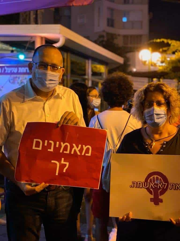 ראש העיר רן קוניק בהפגנה (צילום: דוברות עיריית גבעתיים)