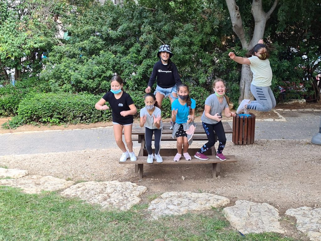 מפגש של קפסולות מבית ספר ברנר בגן הבנים. התמונה באדיבות דוברות גבעתיים