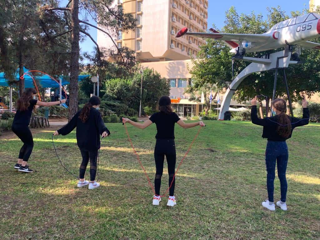 תלמידות שמעוני בפעילות דלגיות באדיבות דוברות גבעתיים (1)