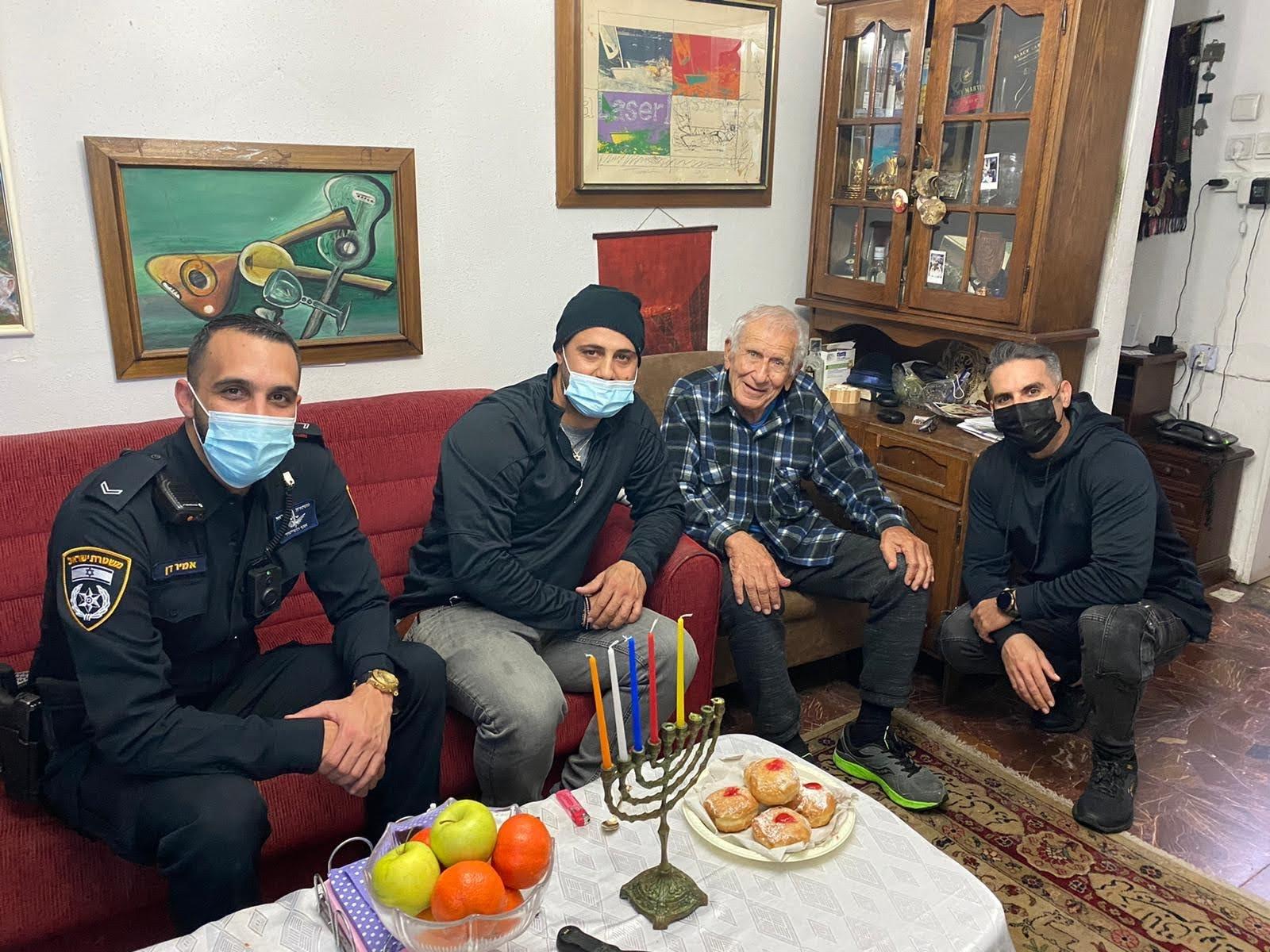 """ציון כנעני בן 94 מפקד מז""""פ דן במשטרה לשעבר (צילום דוברות המשטרה)"""