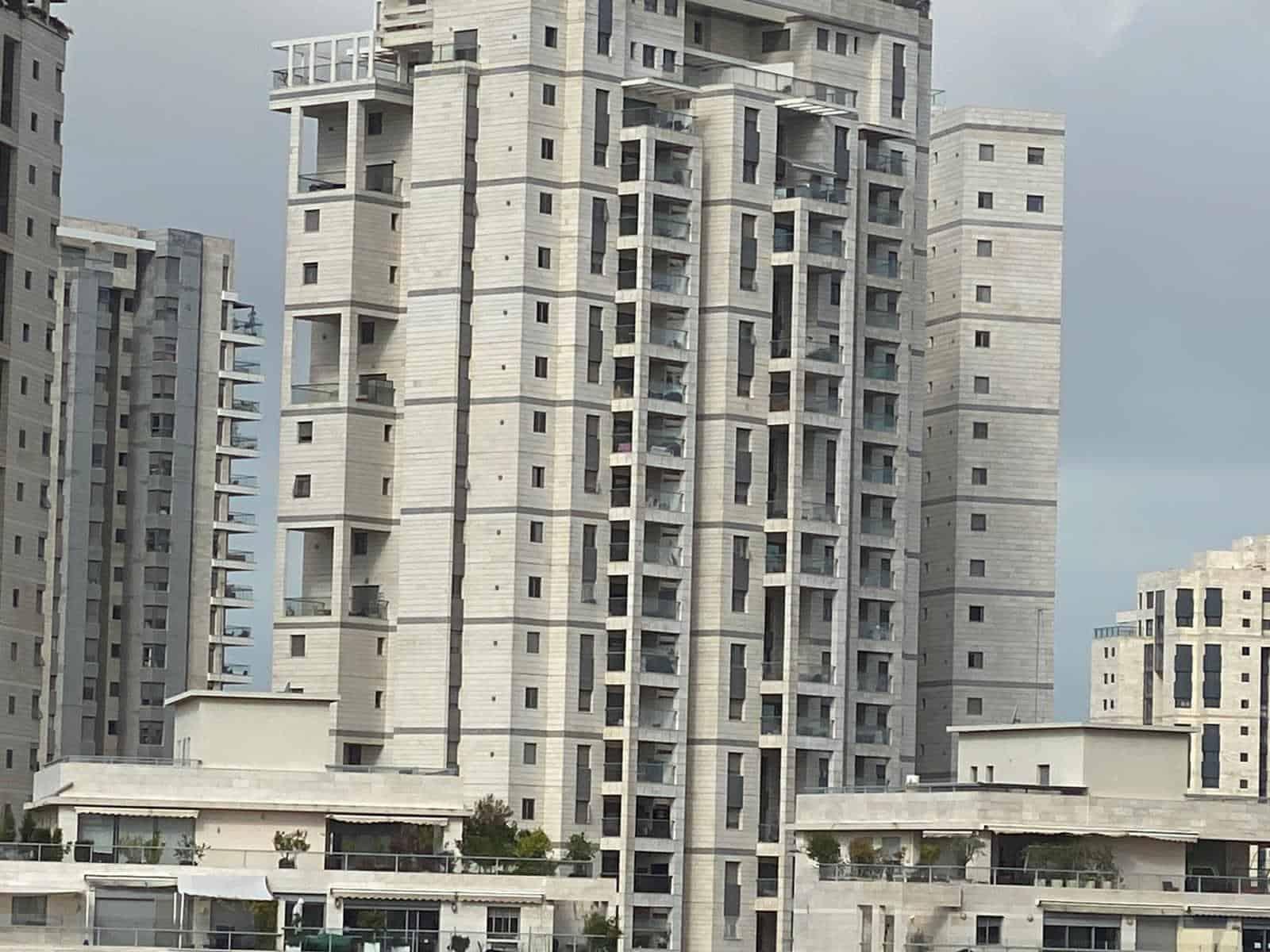 בניין משותף Canva