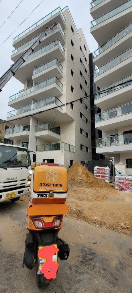 """אתר בנייה ברחוב קריניצי בר""""ג (צילום דוד ינון)"""