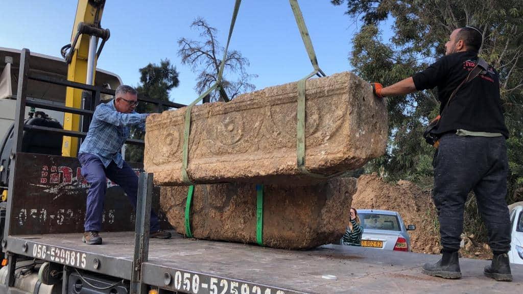 תגלית יוצאת דופן. שני קברים עתיקים בספארי (צילום דביר אביטן)