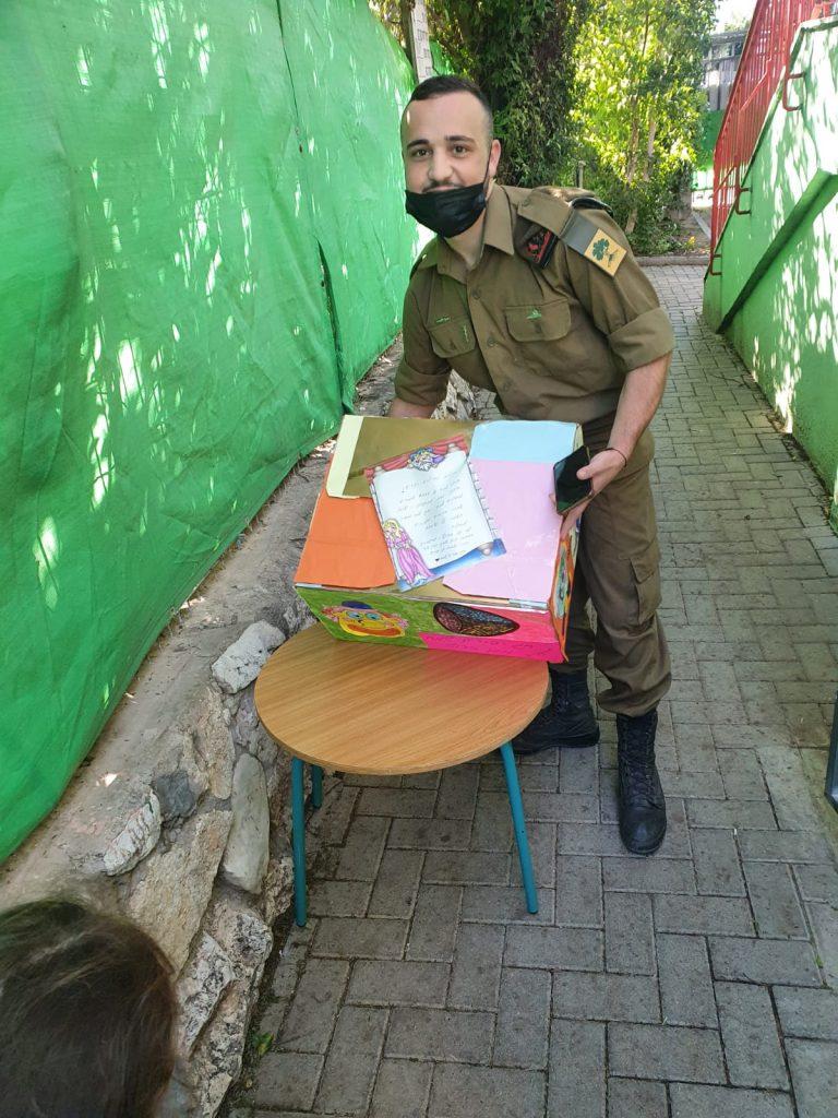 משלוחי מנות לחיילים גולני (צילום פרטי)