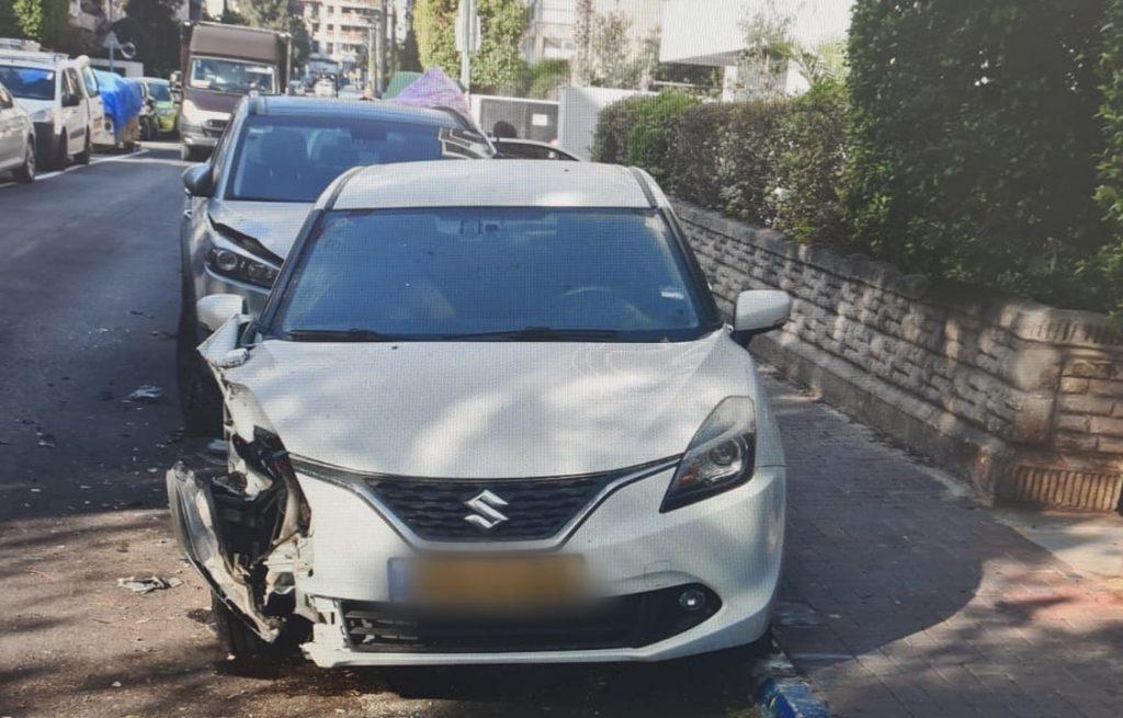 """נזק ברכב לאחר נהיגה בפראות בר""""ג (צילום דוברות המשטרה)"""